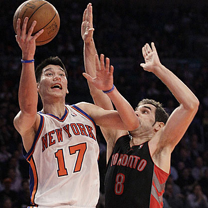 Jeremy Lin scores 18 points and tallies a game-high 10 assists in the Knicks' fourth straight victory.  (AP)