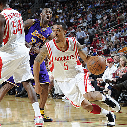 Courtney Lee scores 23 points as the Rockets overcome a late nine-point deficit to beat the Lakers.  (Getty Images)