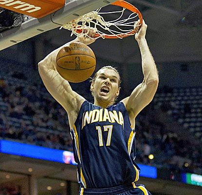 Lou Amundson plays big off the bench, scoring eight points and grabbing seven rebounds in a Pacers rout.  (US Presswire)