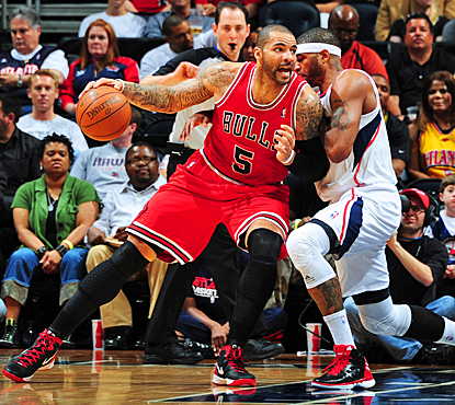 Carlos Boozer and the Bulls have their way with another team on the road, improving to 21-6 away from the United Center. (Getty Images)