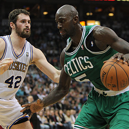 Kevin Garnett scores 24 points and tallies 10 rebounds in the Celtics' fourth consecutive victory.  (US Presswire)