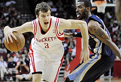 The Rockets' Goran Dragic is big in the Rockets' win, scoring 25 points to go with eight assists.  (AP)
