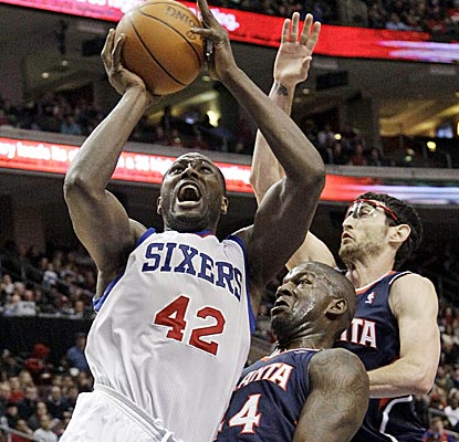 Elton Brand scores 13 of his 25 points in the fourth quarter as part of a double-double effort against the Hawks.  (AP)