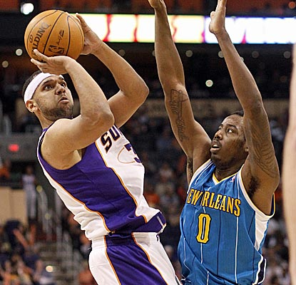 Jared Dudley scores 15 of his 21 points in the second half as the Suns run away from the Hornets.  (AP)