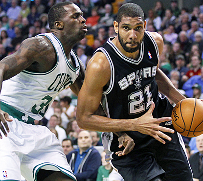 Tim Duncan works the Celtics for 16 points and 10 rebounds to help the Spurs get their ninth straight win. (US Presswire)