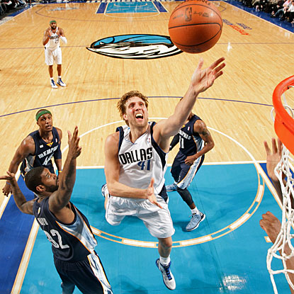 Dirk Nowitzki scores 23 points for Dallas, which has a 21-4 run over seven minutes in the fourth quarter. (Getty Images)