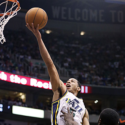 Devin Harris scores 11 straight points in the fourth quarter, and a game-high 25 overall, to lead the Jazz over the Spurs.  (Getty Images)