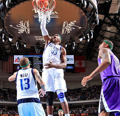 Brendan Haywood slams home two of his 11 points as the Mavericks hand the Kings their fifth straight loss. (Getty Images)