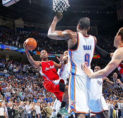 Chris Paul scores 31 points, including this game-winning layup, to help the Clippers get a huge road win against the Thunder. (AP)