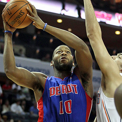 Greg Monroe shoots 11-for-14 from the field, finishing with 25 points and also collecting 11 rebounds. (US Presswire)