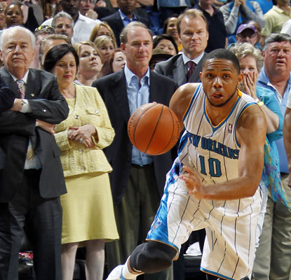 Eric Gordon scores 27 points, the first time he's reached the 20-point mark in eight games this season.  (Getty Images)