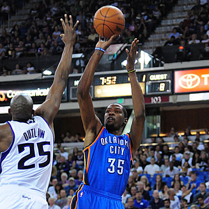 Kevin Durant scores 29 points as the Thunder win to remain one-half game behind the Spurs for the lead in the West.  (US Presswire)