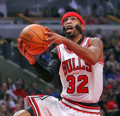 Rip Hamilton finishes second in scoring for the Bulls, but his 19 points is more than any Mavericks player puts up.  (US Presswire)