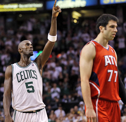 Kevin Garnett scores 20 points and collects 13 rebounds, helping the Celtics gain control of the series.  (US Presswire)