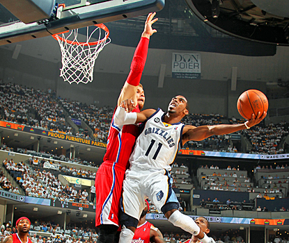 Mike Conley does his part for the Grizzlies, scoring nine points with six assists against the Clippers. (Getty Images)