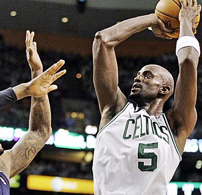 Kevin Garnett is huge for the Celtics, scoring 28 points -- including a clutch jumper late in the fourth quarter.  (AP)