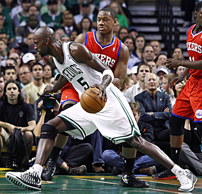 Kevin Garnett scores 29 points and grabs 11 rebounds to help the Celtics take a 1-0 series lead over the Sixers. (US Presswire)