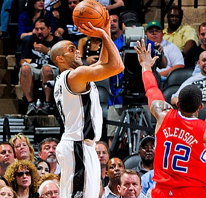 With 22 points, Tony Parker leads five Spurs in double figures as San Antonio defeats the Clippers handily.  (Getty Images)