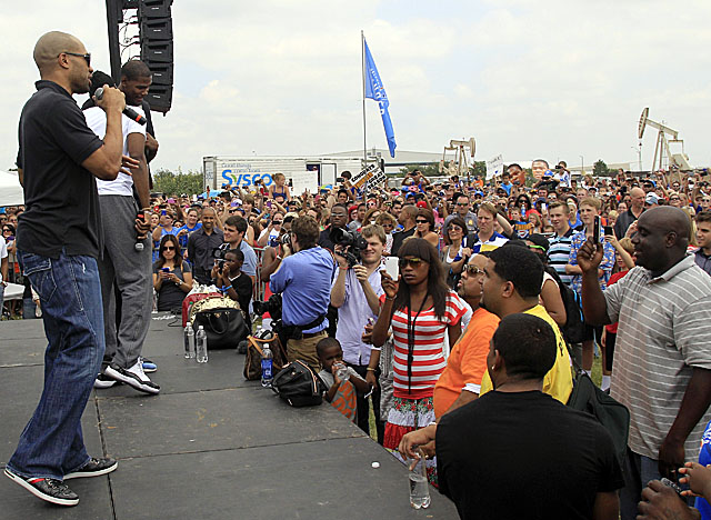 Thousands of fans gathered near Oklahoma City's airport to welcome the Thunder home from Miami. (AP)