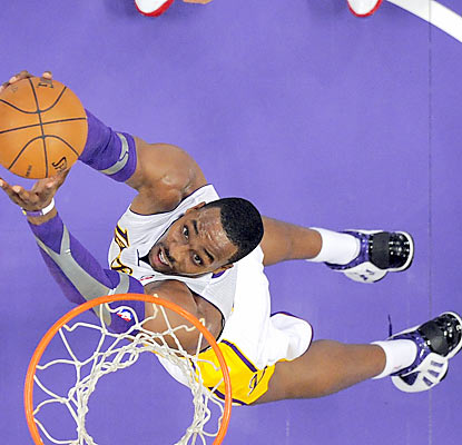 Dwight Howard leads the way with 28 points as the Lakers end their three-game losing skid. (AP)