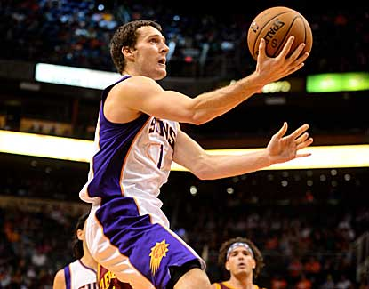 Goran Dragic goes up for a layup in the Suns' 107-105 win over Cleveland. (US Presswire)