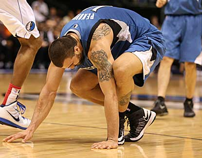 Minnesota's Nikola Pekovic led the Wolves with 20 points despite leaving with an ankle injury. (US Presswire)