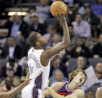Bobcats rookie Michael Kidd-Gilchrist adds 15 points and eight boards but exits in the fourth with a sore back. (AP)