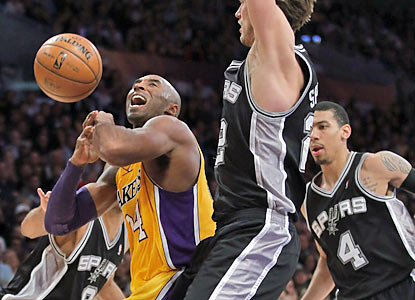 Kobe Bryant (28 points) and the Lakers come up short against the Spurs and fail to reach .500 for the first time this season. (AP)