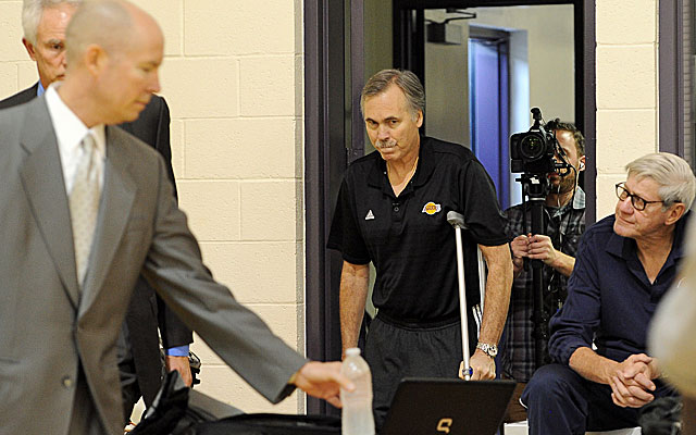 New Lakers coach Mike D'Antoni is on crutches while recovering from surgery. (US Presswire)
