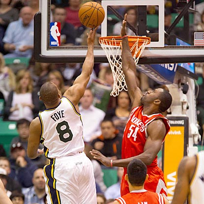Houston's Patrick Patterson (right) attempts to block Utah point guard Randy Foye's shot during the first quarter.  (US Presswire)