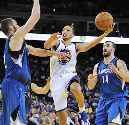 Stephen Curry posts 20 points and six assists in leading the Warriors past the Kings on Saturday night.  (US Presswire)