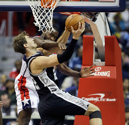 The Wizards can't contain Tiago Splitter, who provides 15 points, 12 rebounds and seven dimes off the bench.  (Getty Images)