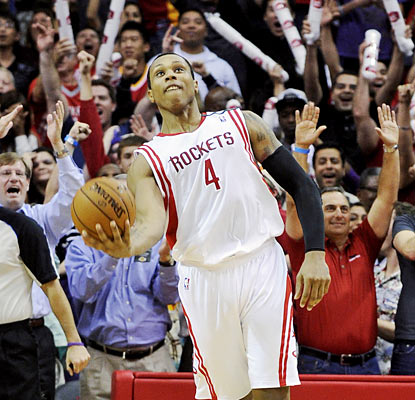 Greg Smith (21 points) and the Rockets give the home crowd a night to remember by upending the Lakers. (AP)