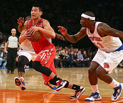 Jeremy Lin drives past New York's Raymond Felton for two of his 16 first-half points. (Getty Images)