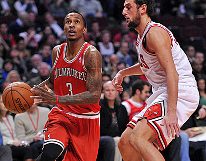 Brandon Jennings scores 20 of his 35 points in the third quarter. He is averaging 24.6 ppg over his last 5 contests. (US Presswire)