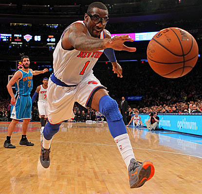 Cleared by team doctors to play more minutes, Amar'e Stoudemire stays in 23 minutes and hits for 12 points. (US Presswire)