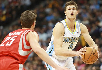 Danilo Gallinari fires away in the second half, during which he scores 16 points on 6-of-9 shooting.  (US Presswire)