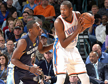 Kevin Durant exploits his size mismatch against Tony Allen. Durant scores 27 points in the Thunder's win over Memphis. (Getty Images)
