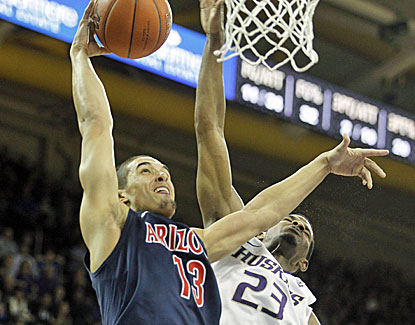 Nick Johnson scores 15 points, five in the final 2 minutes, as No. 8 Arizona holds off Washington on the road. (US Presswire)