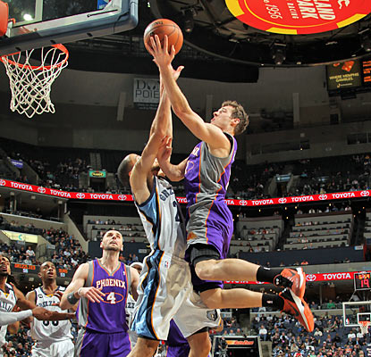After being silent for three quarters, the Suns' Goran Dragic scores 15 of his 17 points in the final period. (Getty Images)