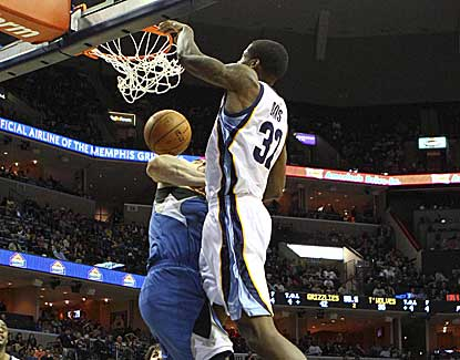 Memphis forward Ed Davis dunks over Minnesota's Nikola Pekovic in the Grizzlies' 17-point win. (US Presswire)