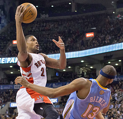Rudy Gay (17 points) delivers the go-ahead bucket with five ticks left -- Gay's second game-winner in three games. (AP)