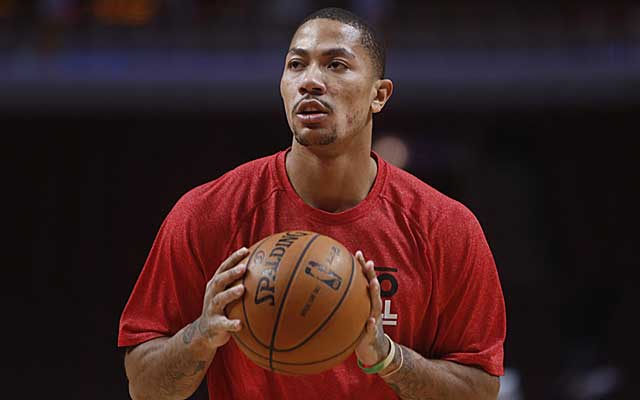 Chicago Bulls guard Derrick Rose steps up his rehab with 5-on-5 drills. (US Presswire)