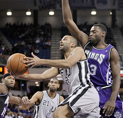 Tony Parker carries the Spurs to another win with his 30-point, 11-assist effort against the Kings. (AP)