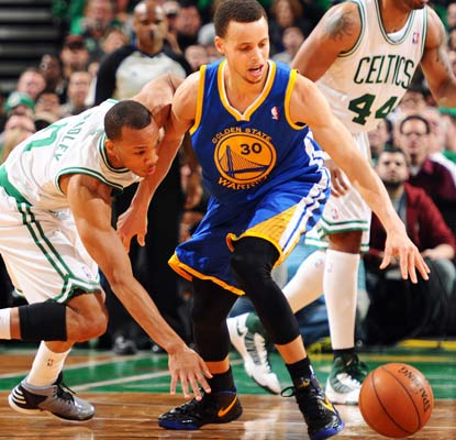Avery Bradley hounds Stephen Curry, who shoots 6 of 22 from the field one game after scoring 54 points. (Getty Images)