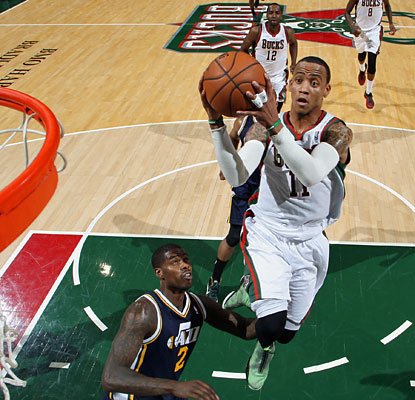 Monta Ellis is extremely efficient from the floor. He finishes 15 of 21 for a game-high 34 points. (Getty Images)