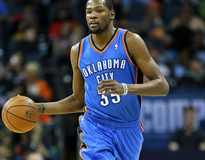 Kevin Durant scores 19 points, hands out seven assists and also grabs 6 rebounds in the Thunder's win. (Getty Images)