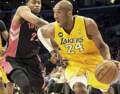 Kobe Bryant continues his streak of outstanding play, scoring 41 points to go with 12 assists in the Lakers' win. (AP)
