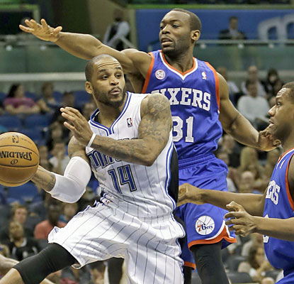 Jameer Nelson tears up the stat sheet with 24 points, 10 assists and five rebounds to help Orlando finally win again at home. (AP)