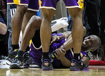 Kobe Bryant writhes in pain after severely spraining his ankle after missing a potential game-tying shot in the final seconds.  (USATSI)